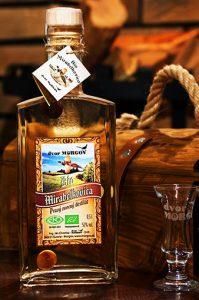 Morgov Dvor bio destilat mirabelkovica, šipkovica, vlašské orechy, šípky